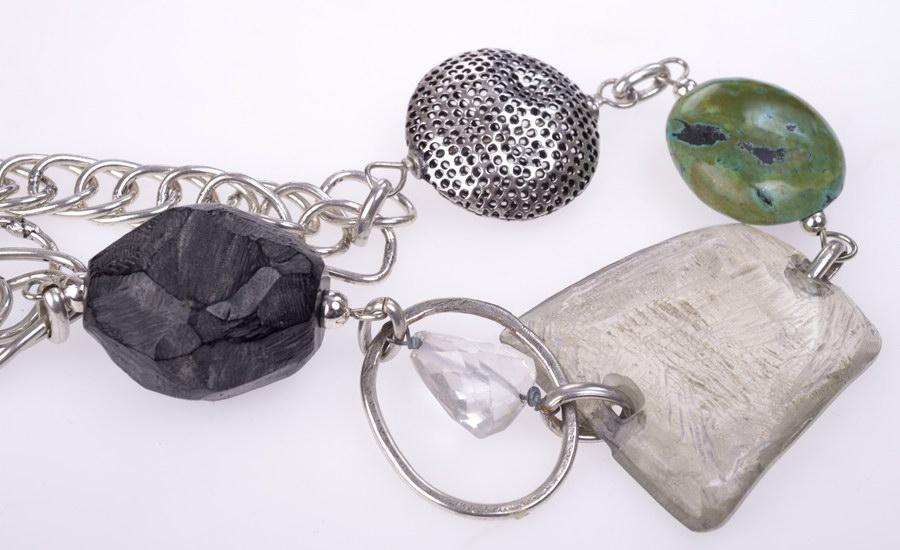 Collier anneaux résine detail