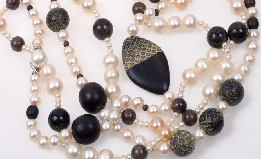 Collier perles agate detail
