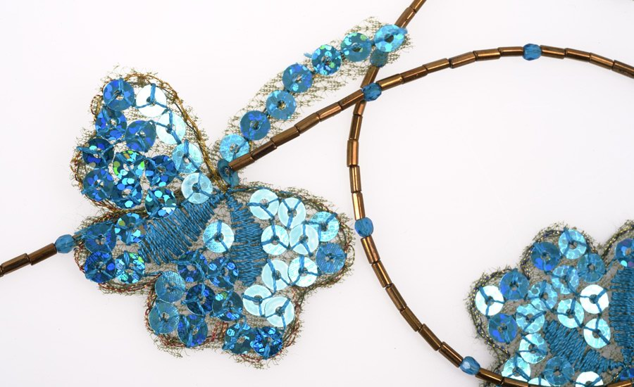 Collier papillon detail