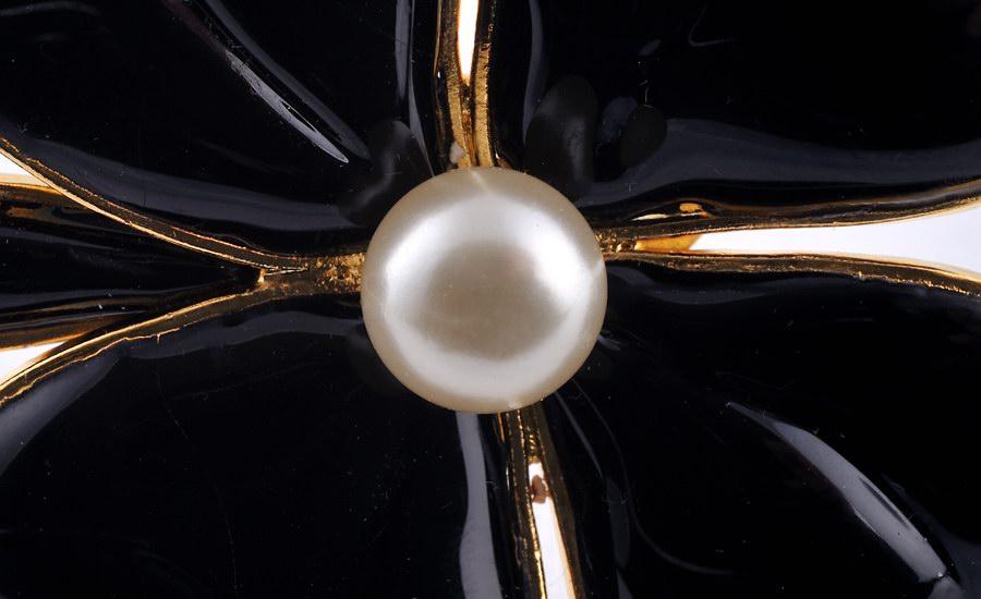 Broche trèfle noir detail