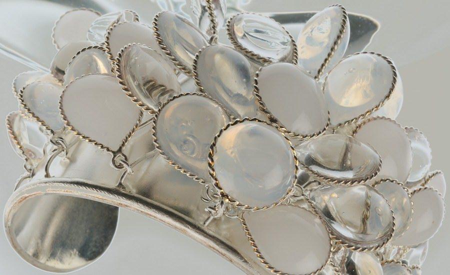 Manchette argent blanc detail
