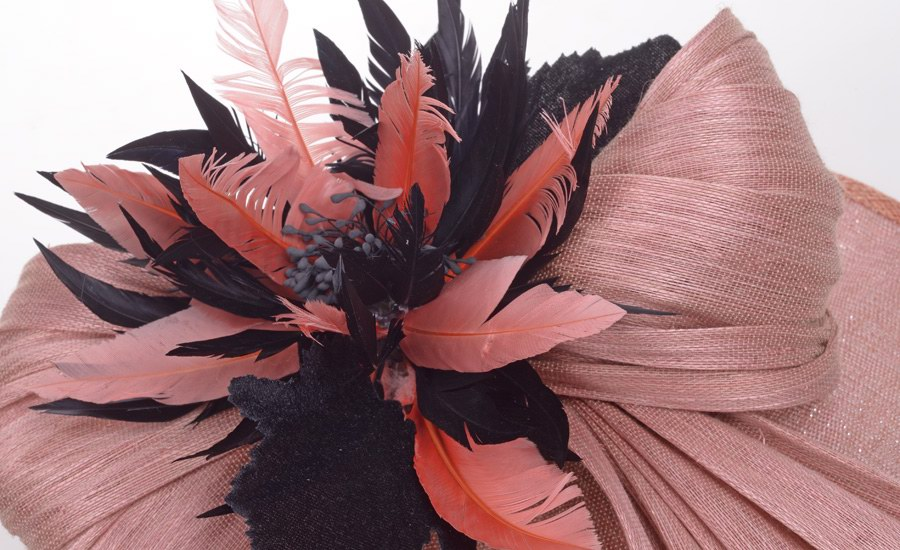 Chapeau plume de soie detail 1