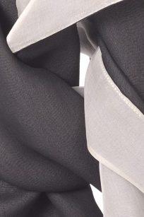 Echarpe gris blanc detail