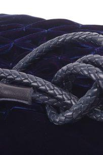 Sac velours bleu marine detail